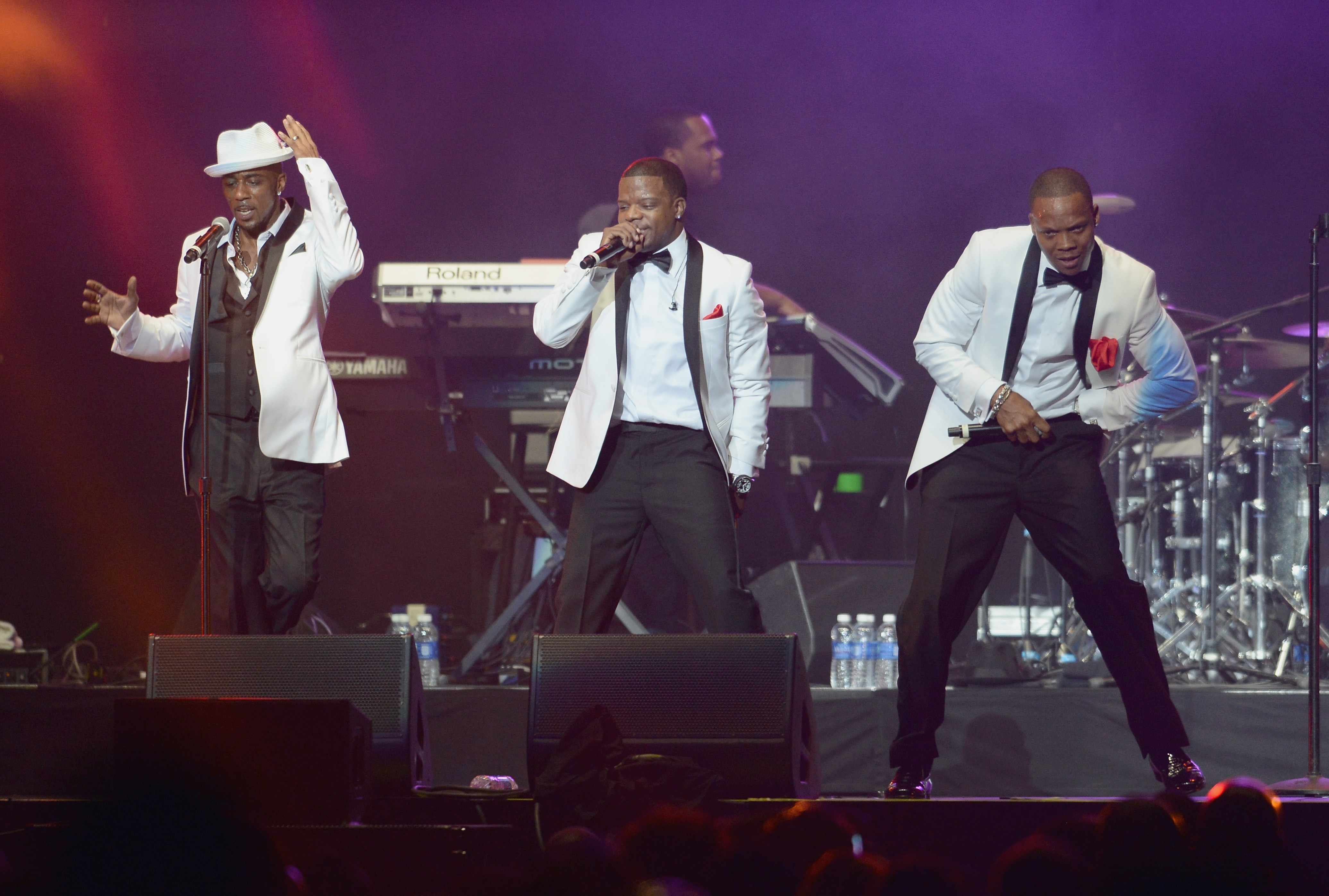 New edition performance on bet awards binary options atm results of the voice
