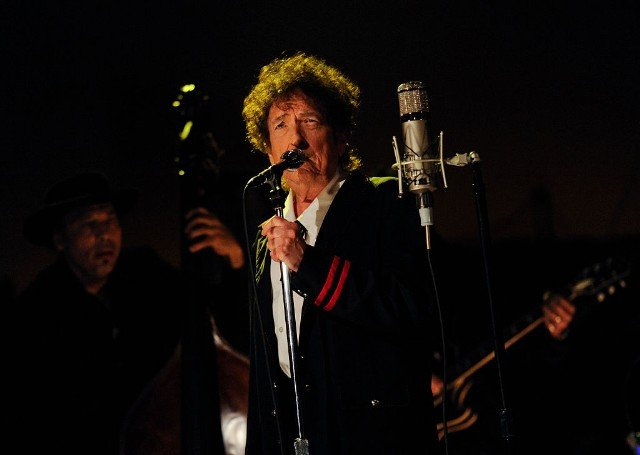 Did Bob Dylan Plagiarize His Nobel Prize Speech?