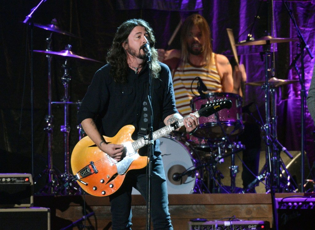 watch foo fighters debut new song sunday rain spin. Black Bedroom Furniture Sets. Home Design Ideas