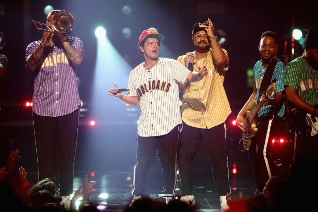 """Bruno Mars Performs """"Perm"""" At 2017 BET Awards: Watch"""