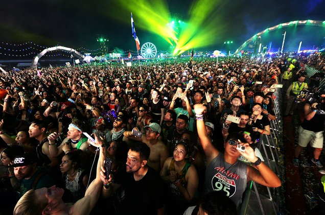 electric-daisy-carnival-EDC-festival-goers-atmosphere-2017-billboard-1548-1497903833