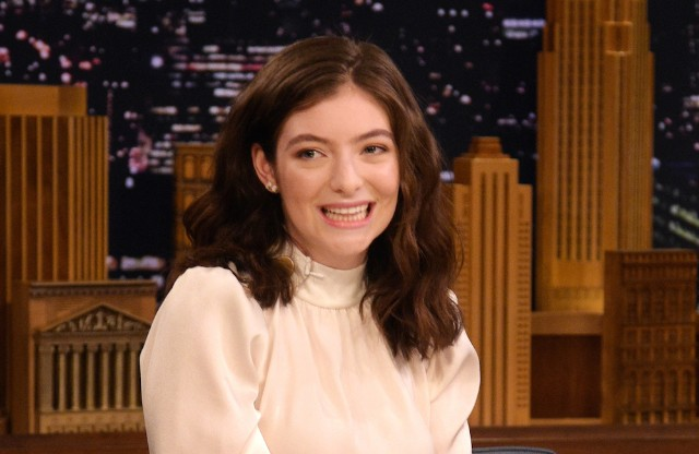Lorde confesses to onion ring reviewing hobby