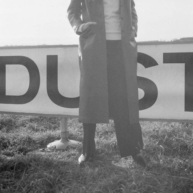 Dust-1499263867