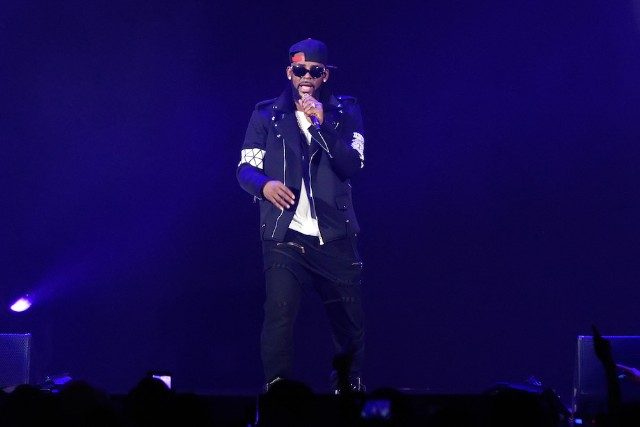 Singer R. Kelly luring women into 'cult'