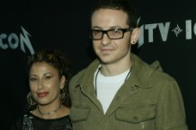 chester-bennington-samantha-1501442599