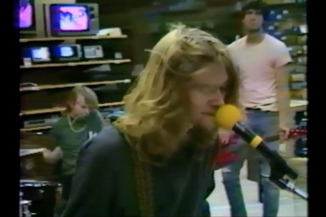 nirvana-1988-radio-shack-video-kurt-cobain-interview-1499263927