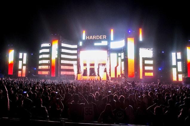 Hard-Summer-atmosphere-2017-billboard-1548-1502457789