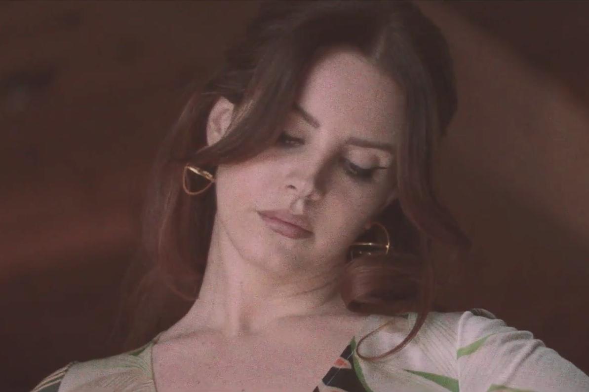 lana-del-rey-white-mustang-video-1505316194