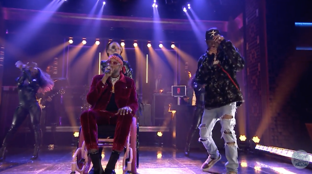 """d0a42774139f Watch 2 Chainz and Travis Scott Perform """"4 AM"""" on Fallon   SPIN"""