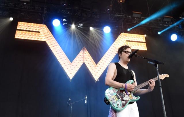 Сингл Weezer - Happy Hour