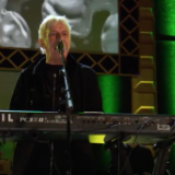 "Watch John Cale and Moe Tucker Reunite to Play The Velvet Underground's ""I'm Waiting For The Man"""