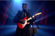 Watch Moses Sumney Perform &#8220;Plastic&#8221; on <i>Jools Holland</i>