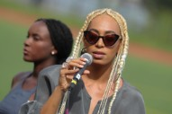 Solange to <i>Evening Standard Magazine</i>: &#8220;Don&#8217;t Touch My Hair&#8221;