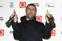 liam-gallagher-scissor-player-1509733634