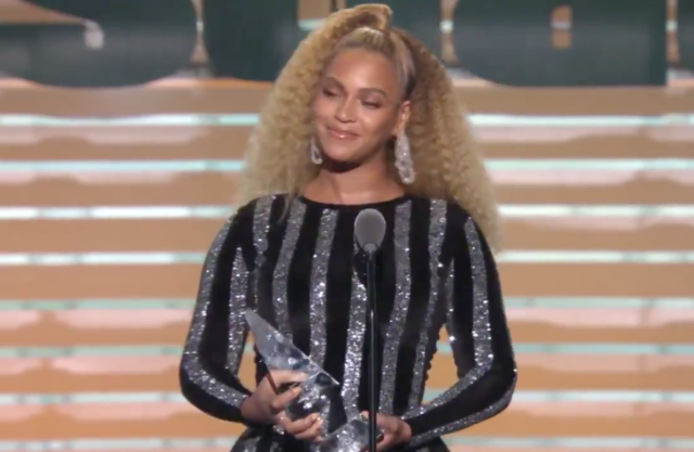 Beyonce Presented Colin Kaepernick With Sports Illustrated's Muhammad Ali Legacy Award
