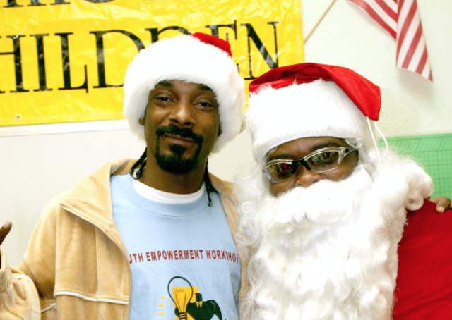 Snoop Dogg Christmas.Snoop Dogg Boyz Ii Men Santa Claus Goes Straight To The