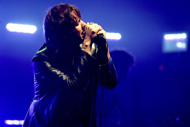Julian Casablancas Says He S So Not Into Having A Feud With Ryan Adams Spin