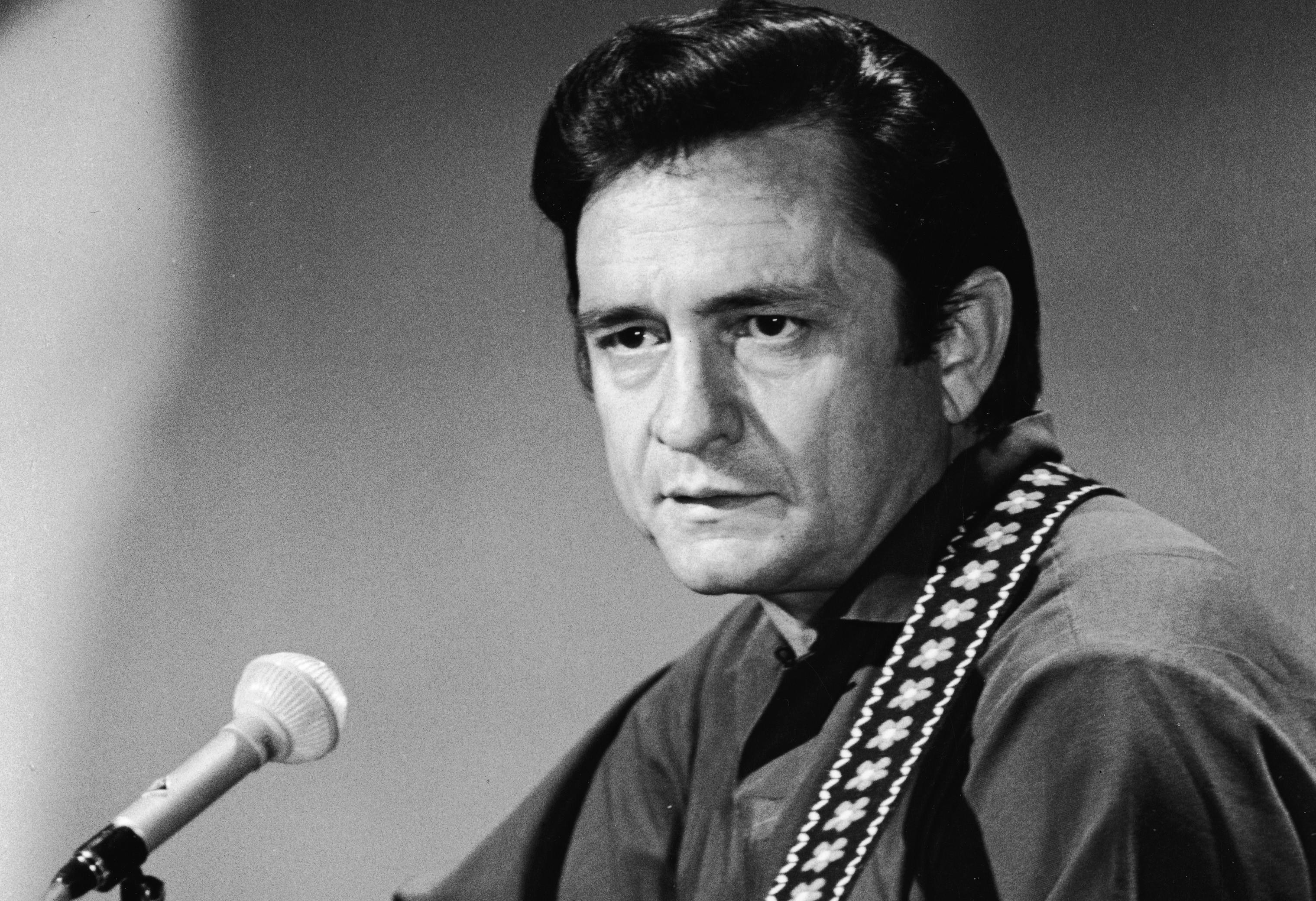 Johnny Cash Plays Guitar On 'Johnny Cash Show'