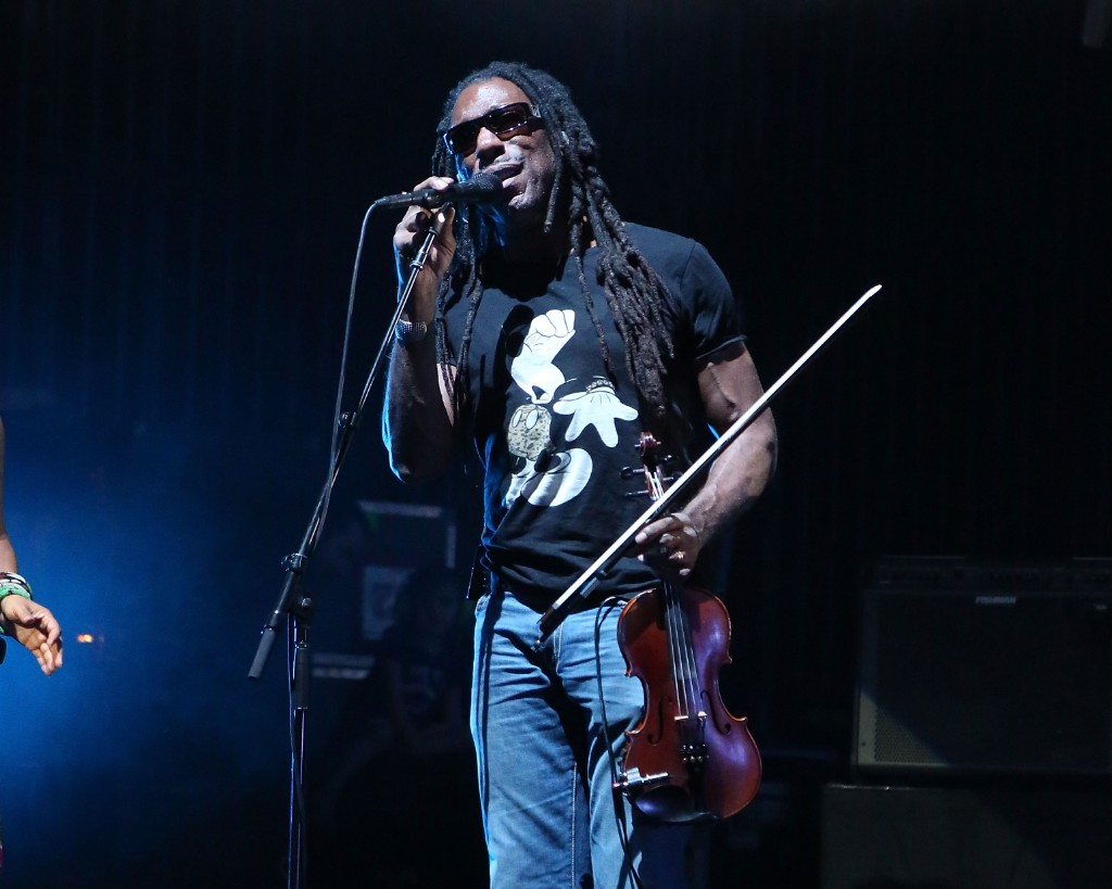 violinist boyd tinsley is taking a break from dave
