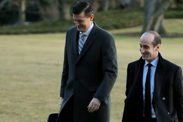 Top White House aide resigned
