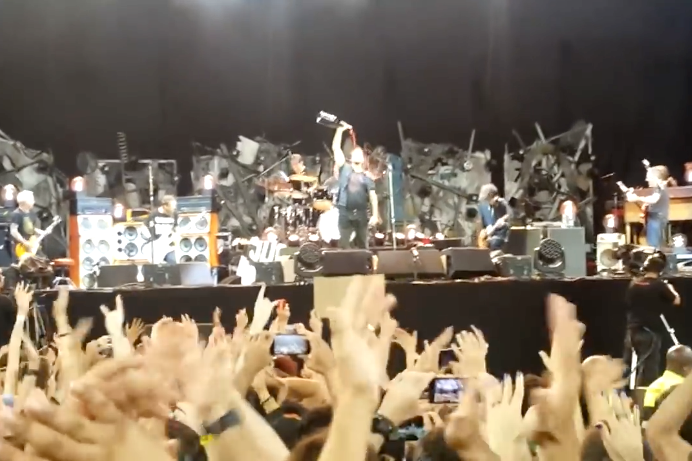pearl-jam-rockin-in-the-free-world-red-hot-chili-peppers-eddie-vedder-red-wine-video-1521752049