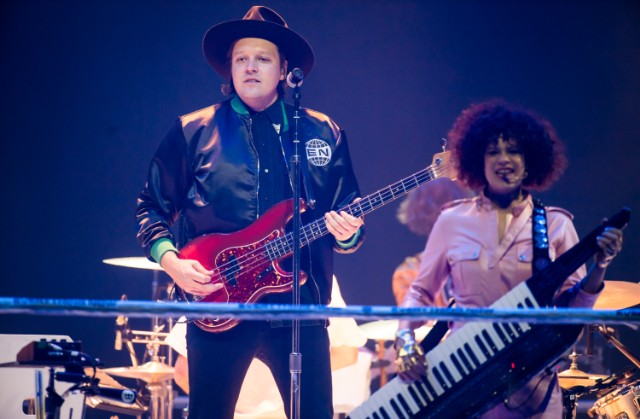 Watch Arcade Fire Perform on French Talk Show Quotidien, Interview in French
