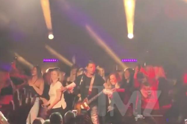 bush-concert-crowd-video-1523369449