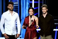 Halsey and the Chainsmokers Pay Tribute to Avicii at the 2018 Billboard Music Awards