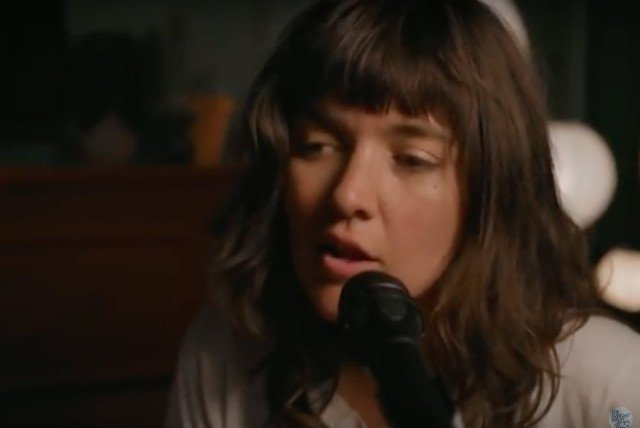 "Courtney Barnett Covers ""Everything Is Free"" by Gillian Welch on the Tonight Show"
