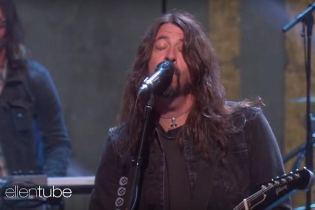 "Foo Fighters Perform ""The Line"" on Ellen"