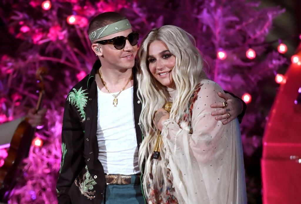 macklemore kesha perform good old days at the 2018 billboard awards spin. Black Bedroom Furniture Sets. Home Design Ideas