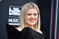 Watch Kelly Clarkson Honor School Shooting Victims, Perform a Covers Medley at the 2018 Billboard Music Awards