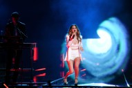 "Watch Zedd and Maren Morris Perform ""The Middle"" at the 2018 Billboard Music Awards"