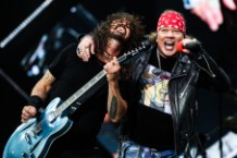foo fighters and GNR perform