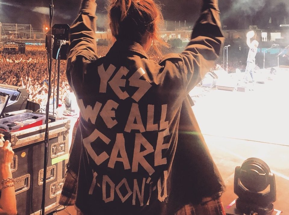 """Eddie Vedder's Wife Wears """"Yes We All Care. Y Don't U?"""" Jacket at Pearl Jam Concert 