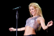 shakira-pulls-necklace-that-resembles-nazi-symbol-from-merch-site