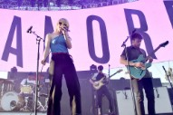 "Video: Paramore – ""Caught in the Middle"""