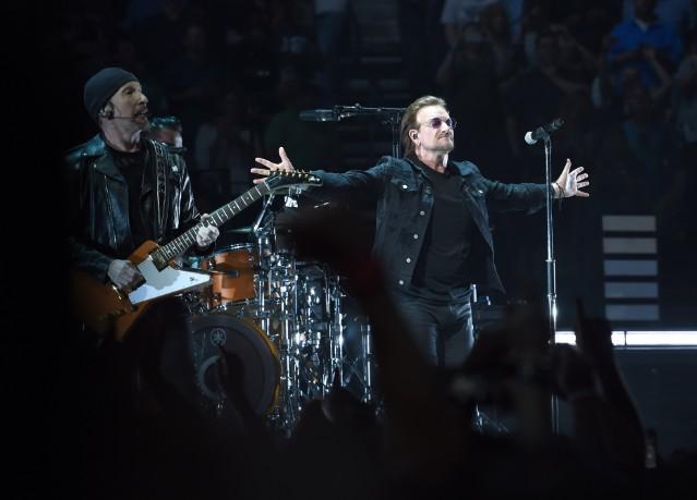 U2 does a tribute to Anthony Bourdain