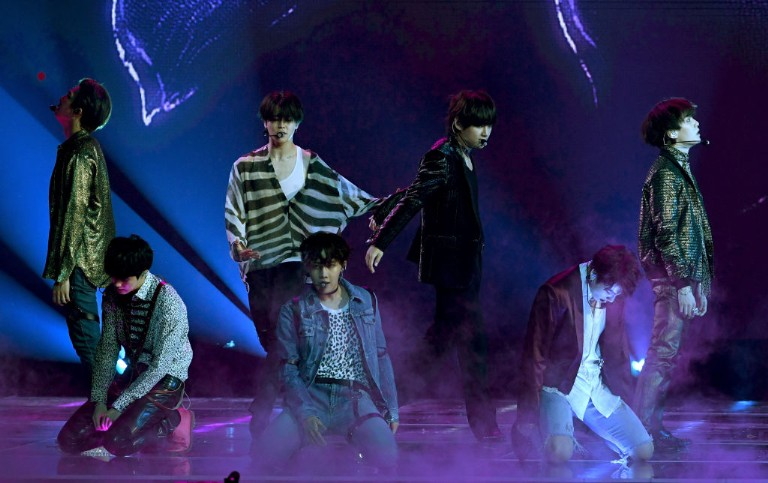 bts-perform-fake-love-on-late-late-show-1528902111