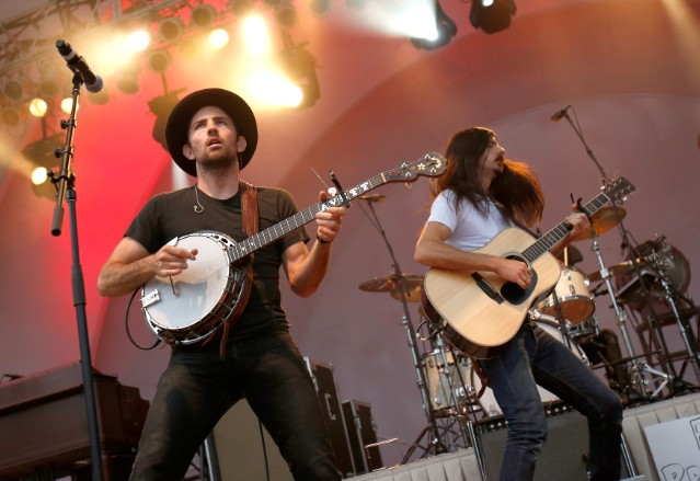 avett-brothers-cancel-oregon-show-after-man-enters-venue-with-gun