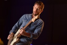 foo-fighters-chris-shiflett-guitar