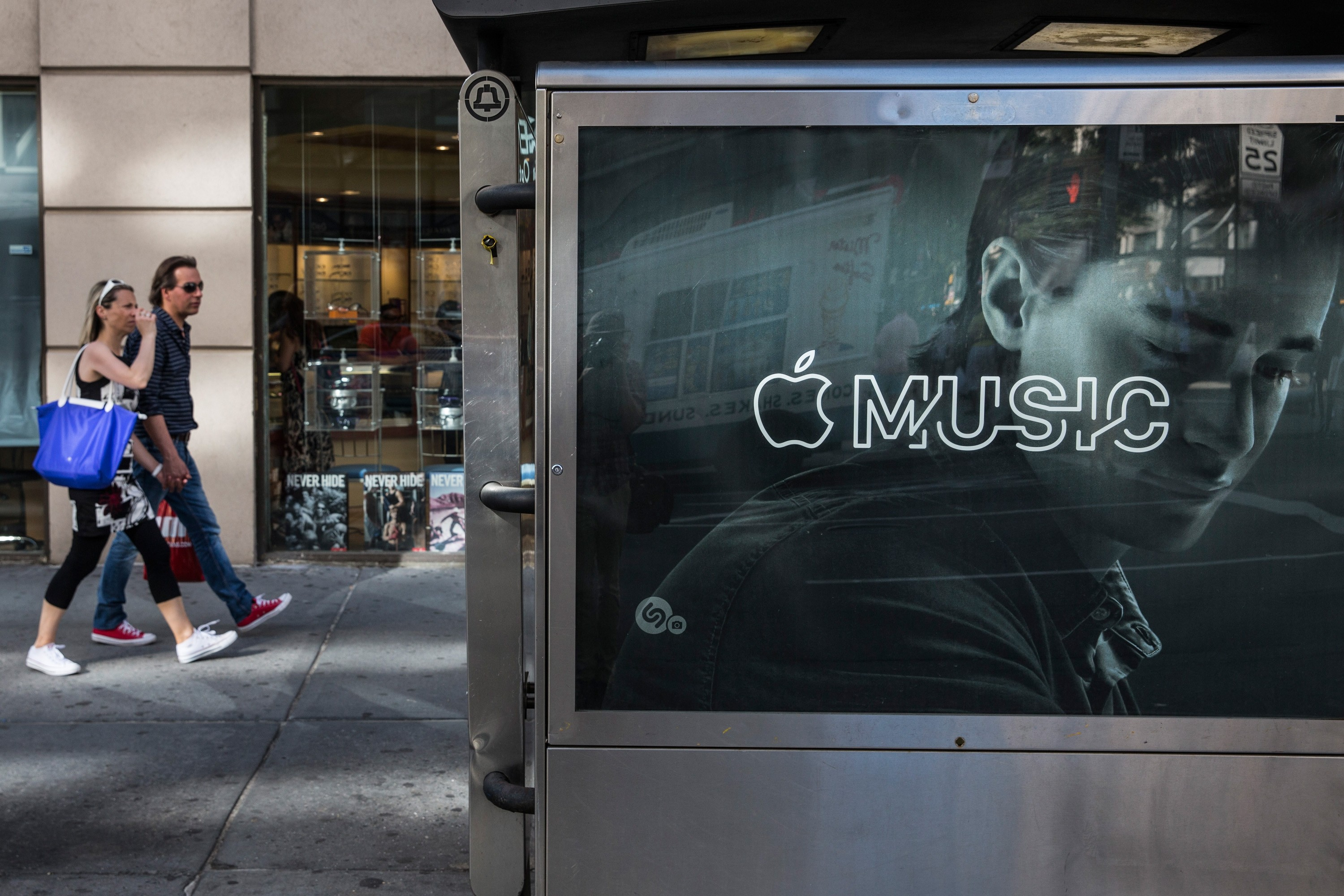 Apple Music surpasses Spotify in subscribers
