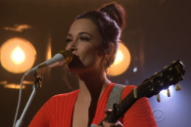 Watch Kacey Musgraves Perform &#8220;Golden Hour&#8221; on <i> Corden </i>