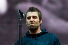 liam gallagher fish throw threw video watch fib benicassim festival