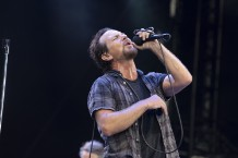 pearl-jam-missing-cover-chris-cornell-rarity-live-in-seattle-watch
