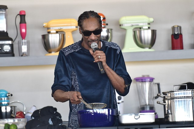 """snoop dogg """"from crook to cook"""" book"""