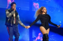 beyonce-jay-z-fan-rushes-stage-atlanta-show
