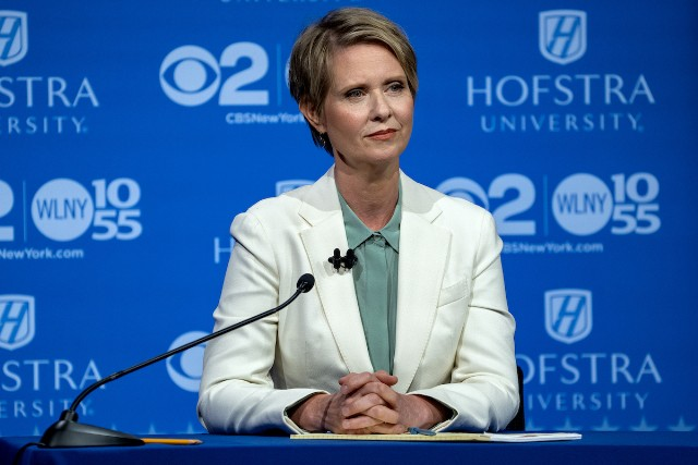 Cynthia Nixon Orders Cinnamon Raisin Bagel With Lox And Onions