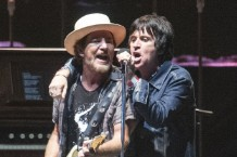 eddie-vedder-brings-out-liz-phair-johnny-marr-at-ohana-fest-watch