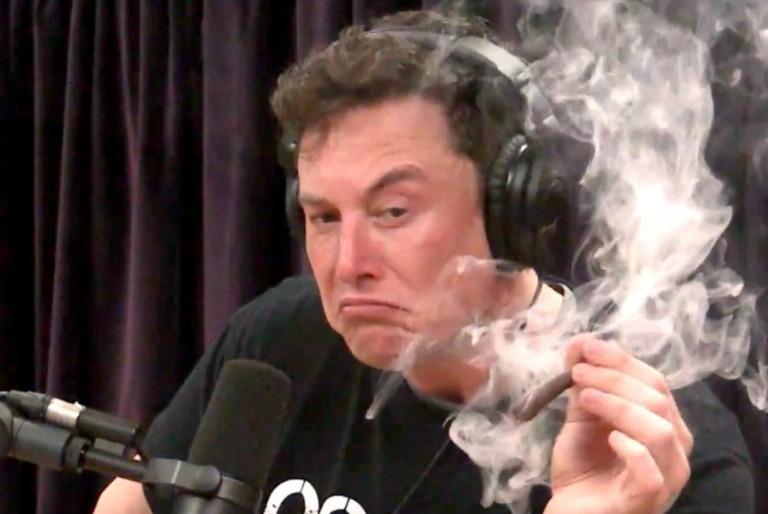 Elon Musk Smoke His First Blunt on The Joe Rogan Experience